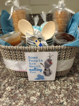Disney's Frozen themed gift; DIY Ice Cream Kit | GirlGoneHouston.com